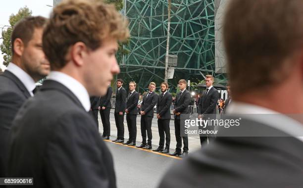 Tyson Goldsack Adam Treloar James Aish and Magpies players form a guard of honour as the coffin of Lou Richards leaves the Service in a hearse at the...