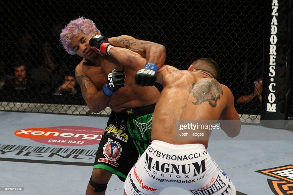 Tyson Griffin (white shorts) def. Hermes Franca (black/Brazil flag shorts) - TKO - 3:26 round 2 during the UFC 103 at American Airlines Center on September 19, 2009 in Dallas, Texas.