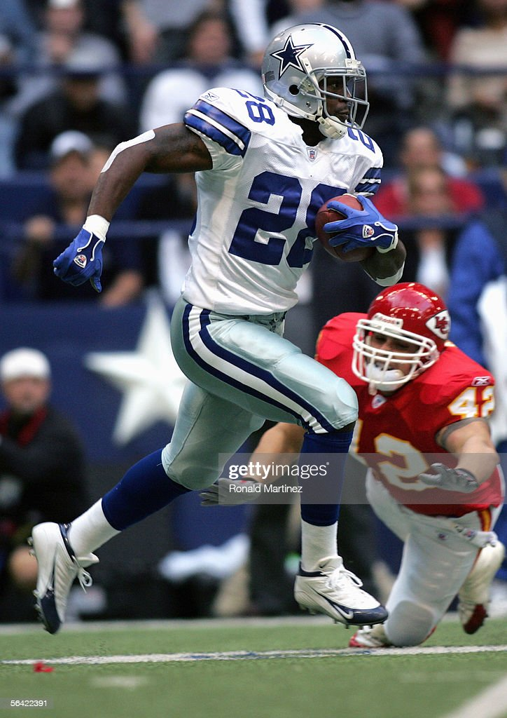 Tyson Thompson #28 of the Dallas Cowboys carries the ball during the game with the Kansas City Chiefs on December 11, 2005 at Texas Stadium in Irving, Texas. The Cowboys won 31-28.
