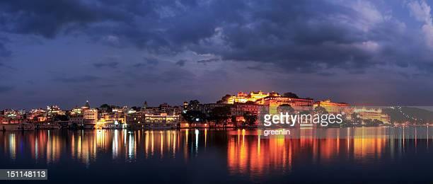 Uaipur city palace hotel & pichola lake sunset