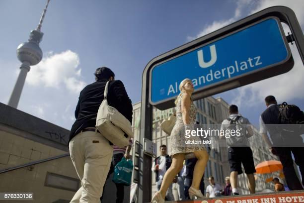 UBahn Station Ausgang am Alexanderplatz Verkehr Bahn Schild Verkehrsverbindungen Schienenverkehr Nahverkehr Tourismus Ostberlin