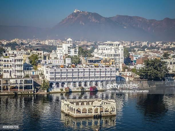 Udaipur, palaces facing the lake
