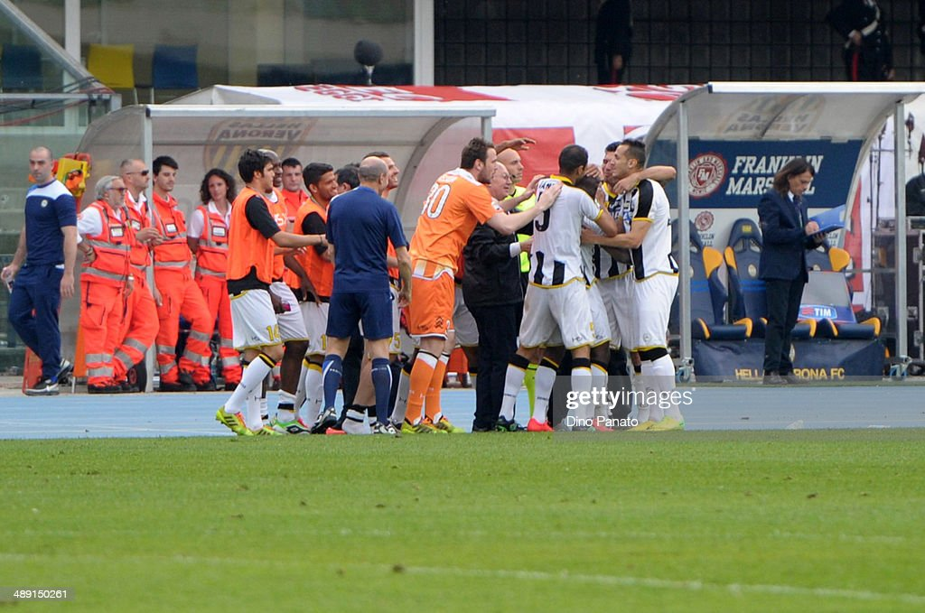 Udinese palyers celebrate after the Serie A match between Hellas Verona FC and Udinese Calcio at Stadio Marc'Antonio Bentegodi on May 10, 2014 in Verona, Italy.
