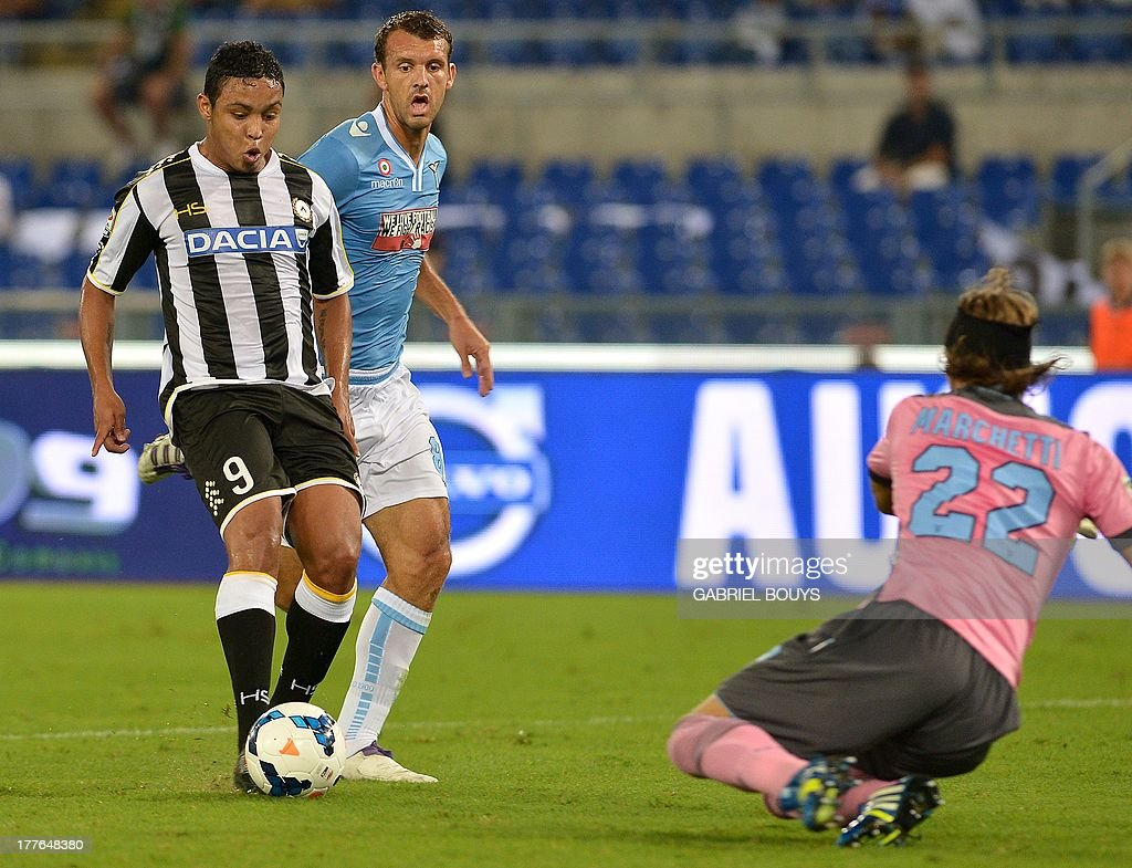 Udinese s Colombian forward Luis Fernando Muriel scores a goal