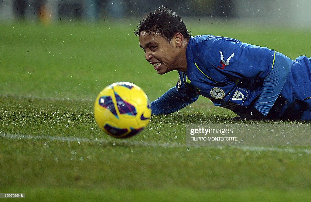 Udinese's forward of Colombia Muriel Fruto Luis Fernando eyes the ball against Juventus during their Serie A football match in Turin's Juventus Stadium on January 19, 2013.