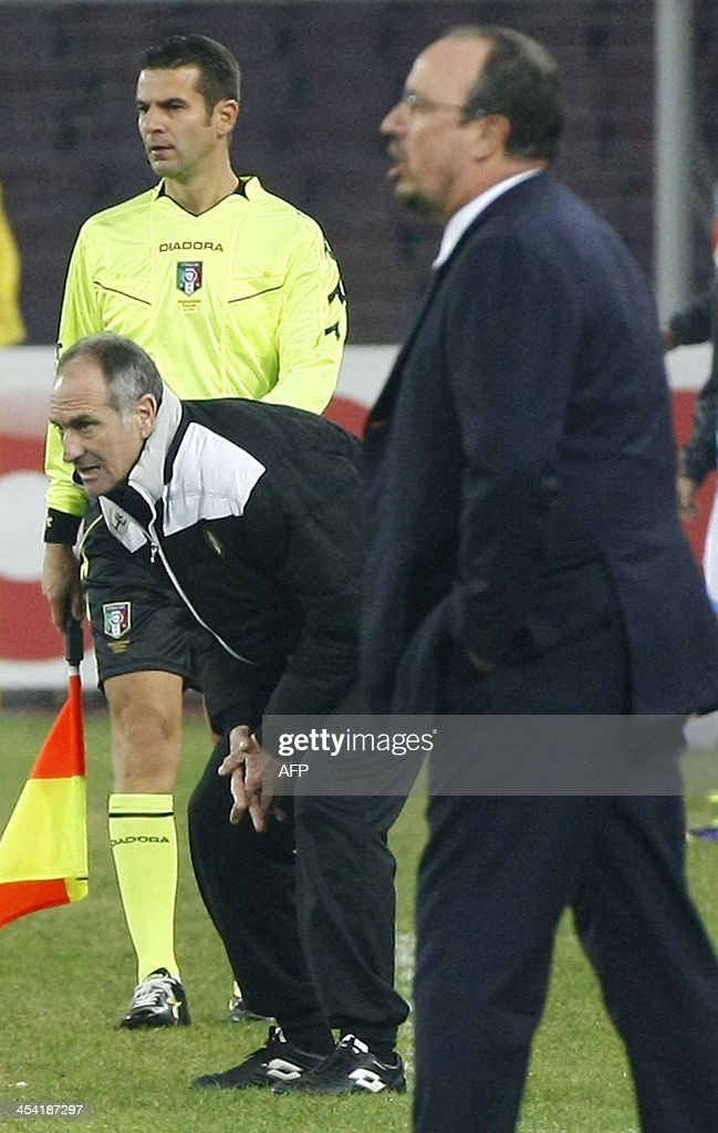 Udines's coach Francesco Guidolin (L) and SSC Napoli's coach Rafa Benitez react during the Italian Serie A football match SSC Napoli vs Udinese at the San Paolo Stadium in Naples on December 7, 2013.