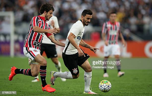 Uendel of Corinthians fights for the ball with Hudson of Sao Paulo during the match between Corinthians and Sao Paulo for the Brazilian Series A 2016...