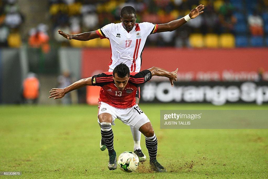 TOPSHOT - Uganda's forward Farouk Miya (back) challenges Egypt's defender Mohamed Abdel-Shafy during the 2017 Africa Cup of Nations group D football match between Egypt and Uganda in Port-Gentil on January 21, 2017. / AFP / Justin TALLIS