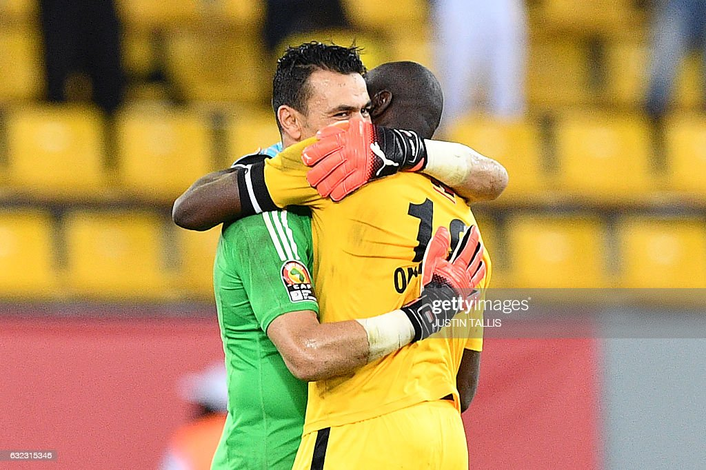 Uganda's goalkeeper Denis Onyango (R) congratulates Egypt's goalkeeper Essam El-Hadary at the end of the 2017 Africa Cup of Nations group D football match between Egypt and Uganda in Port-Gentil on January 21, 2017. / AFP / Justin TALLIS