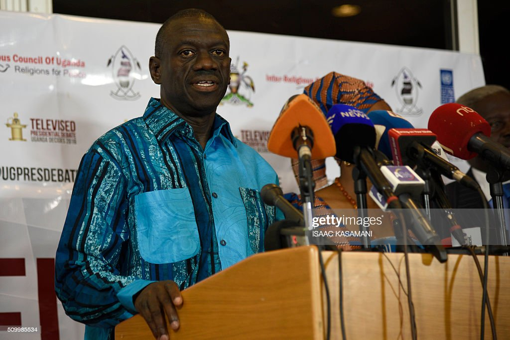 Ugandas Presidential Candidate Dr Kizza Besigye, address the media in Kampala on February 13, 2016. The press conference took place before all the presidential candidates joined for the Inter-Religious Council of Uganda organised debate in the Capital Kampala. / AFP / Isaac Kasamani