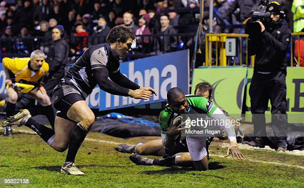 Ugo Monye of Harlequins fails to score a last second try after being tackled by Charlie Hodgson of Sale during the Guinness Premiership Match between...