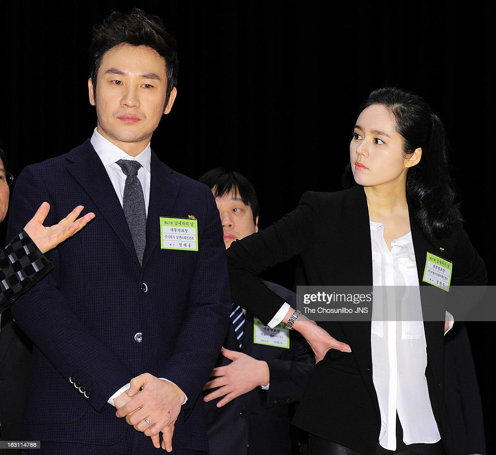 <a gi-track='captionPersonalityLinkClicked' href=/galleries/search?phrase=Uhm+Tae-Woong&family=editorial&specificpeople=4438831 ng-click='$event.stopPropagation()'>Uhm Tae-Woong</a> and <a gi-track='captionPersonalityLinkClicked' href=/galleries/search?phrase=Han+Ga-In&family=editorial&specificpeople=7406282 ng-click='$event.stopPropagation()'>Han Ga-In</a> are awarded the Presidential Citation during the 27th Taxpayer Day at COEX Auditorium on March 4, 2013 in Seoul, South Korea.