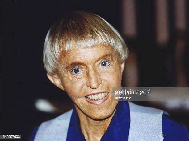 Uhse Beate *Unternehmerin Pilotin D Portrait Februar 1999