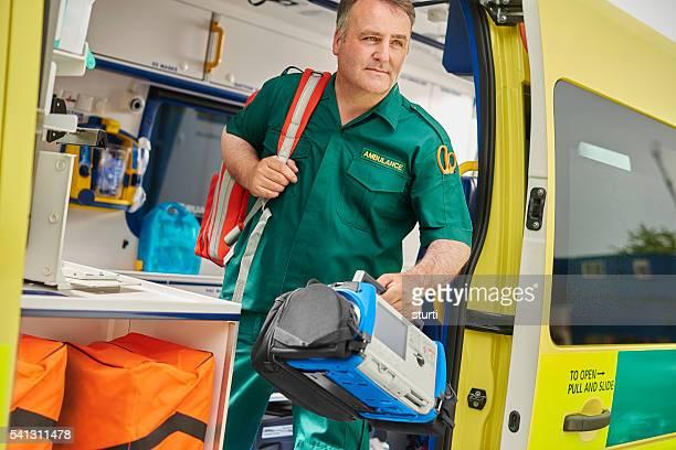 Ambulancia técnico en urgencias médicas para reino unido