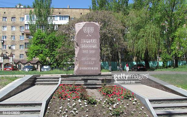 Ukraine das Donezbecken Kurzform Donbass Donezk Stadtbezirk Leninski früherer Name Bely Karjer in dem sich das Getto befand Denkmal zum Gedenken an...