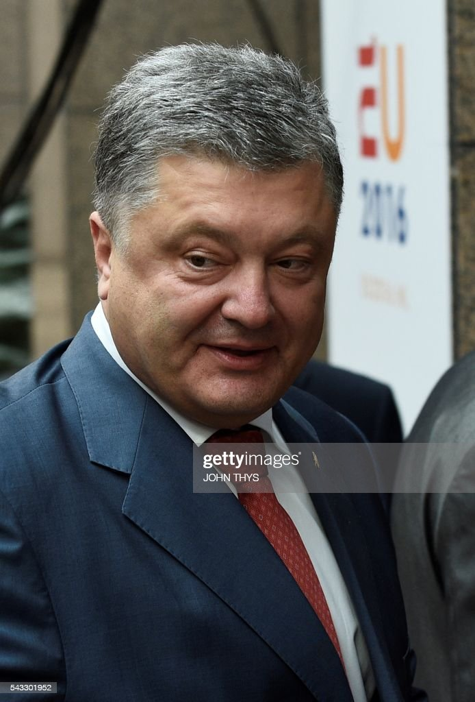 Ukraine President Petro Poroshenko arrives for a working dinner with EU Commission President and High Representative of the European Union for Foreign Affairs and Security Policy at the EU headquarters in Brussels on June 27, 2016. / AFP / JOHN