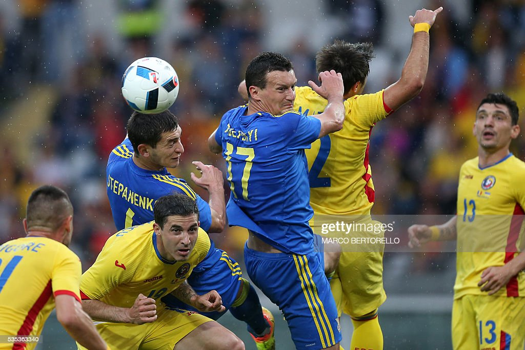 Ukraine's midfielder Taras Stepanenko (3rdL) fights for the ball with Romania's forward Bogdan Stancu (2ndL) during the international friendly football match between Romania and Ukraine at 'Grande Torino Stadium' in Turin, on May 29, 2016. / AFP / MARCO
