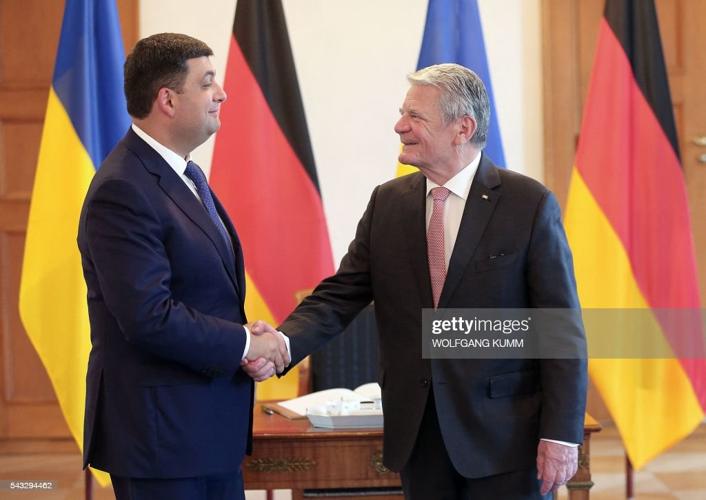 Ukraine's Prime Minister Volodymyr Groysman meets with German President Joachim Gauck at Bellevue Palace in Berlin on June 27, 2016. / AFP / dpa / Wolfgang Kumm / Germany OUT