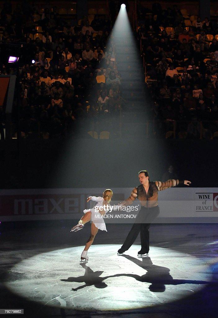 Ukraine's Tatiana Volosozhar and Stanislas Morozov perform an exhibition program at the Dom Sportova Arena in Zagreb 27 January 2008 during the gala...