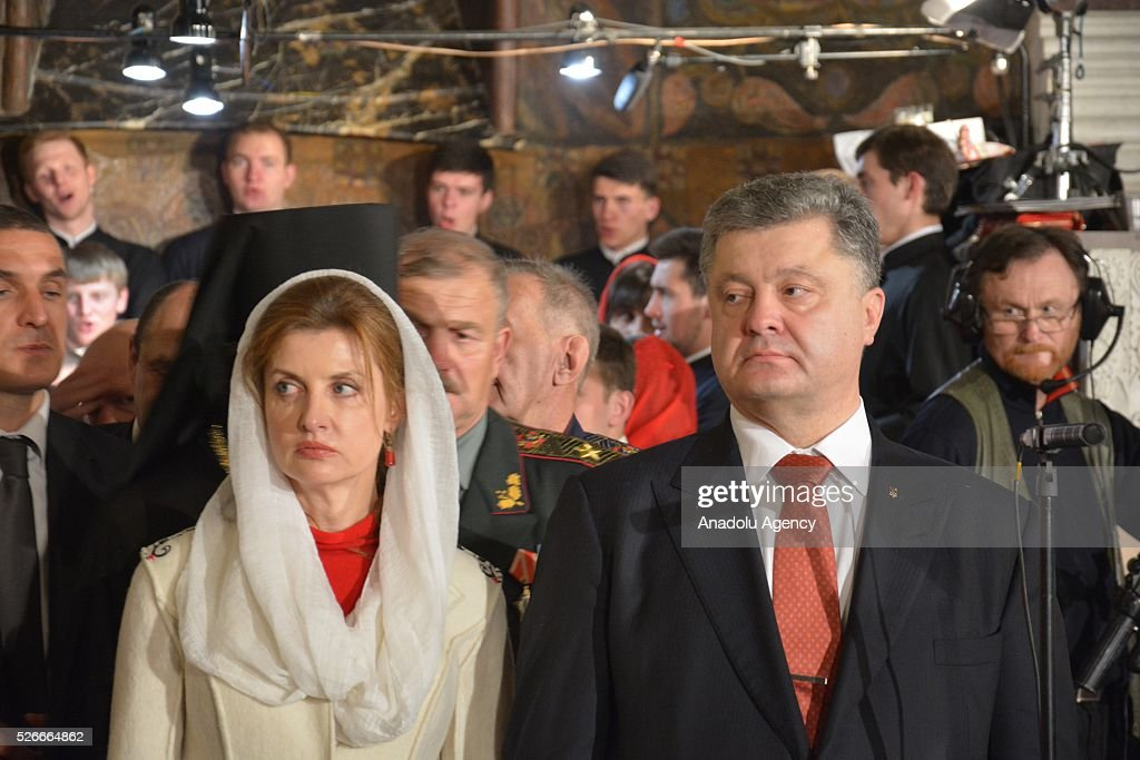 Ukrainian President Petro Poroshenko and his wife Maryna Poroshenko attend an Easter mass at a church in Kiev, Ukraine on May 1, 2016.