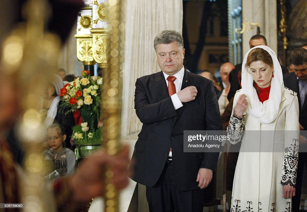 Ukrainian President Petro Poroshenko (L) and his wife Maryna (R) pray during Orthodox Easter service at St. Volodymyr cathedral in Kiev, Ukraine,on May 01,2016.