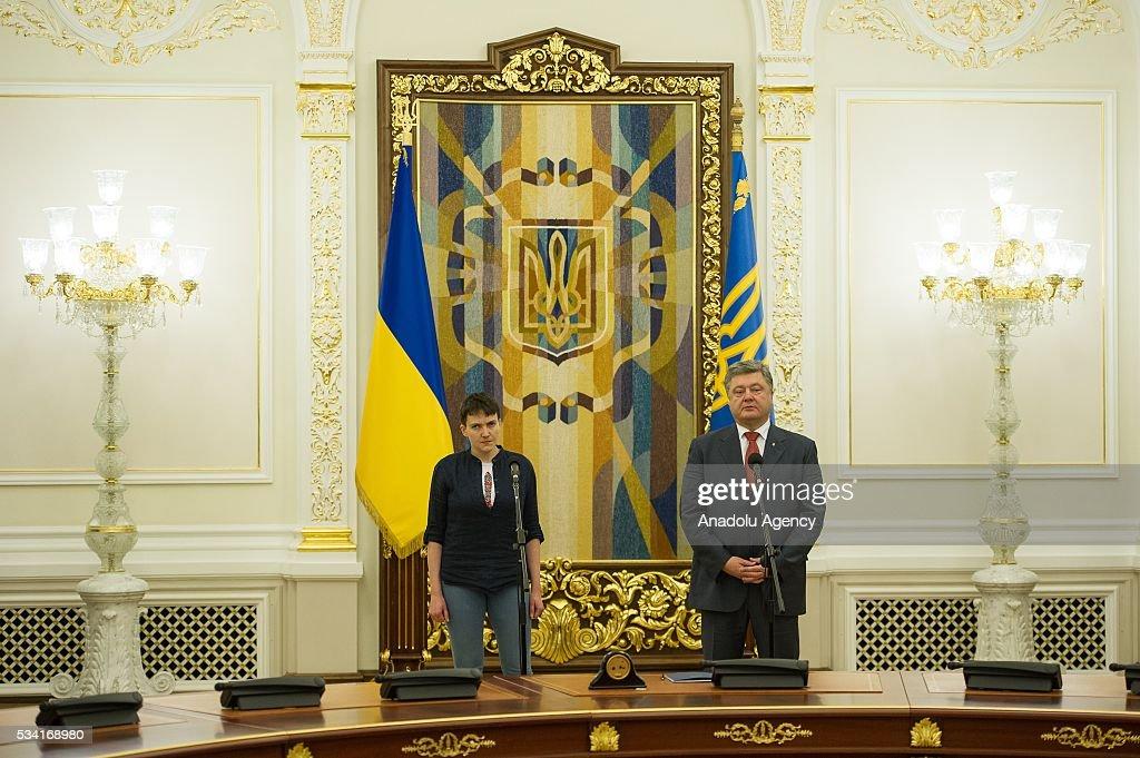 Ukrainian President Petro Poroshenko and released Ukrainian pilot Nadiya Savchenko hold a joint press conference in the President's Administration in Kiev, Ukraine, May 25, 2016.