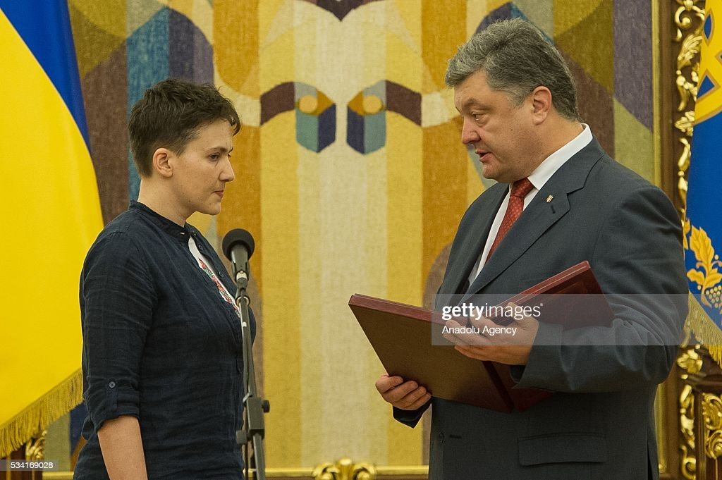Ukrainian President Petro Poroshenko and released Ukrainian pilot Nadiya Savchenko hold a joint press conference in the President's Administration in Kiev, Ukraine, May 25, 2016.