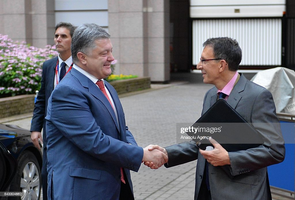 Ukrainian President Petro Poroshenko (L) arrives to attend a meeting with European Commission President Jean-Claude Juncker and European Parliament Speaker Martin Schulz in Brussels, Belgium on June 27, 2016.