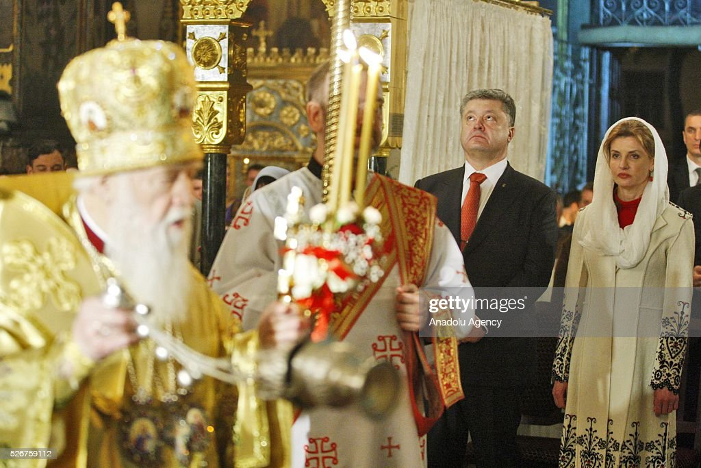 Ukrainian President Petro Poroshenko (C),his wife Maryna (R) and the Head of Ukrainian Orthodox Church Patriarch Filaret (L) attend Orthodox Easter service at St. Volodymyr cathedral in Kiev, Ukraine,on May 01,2016.