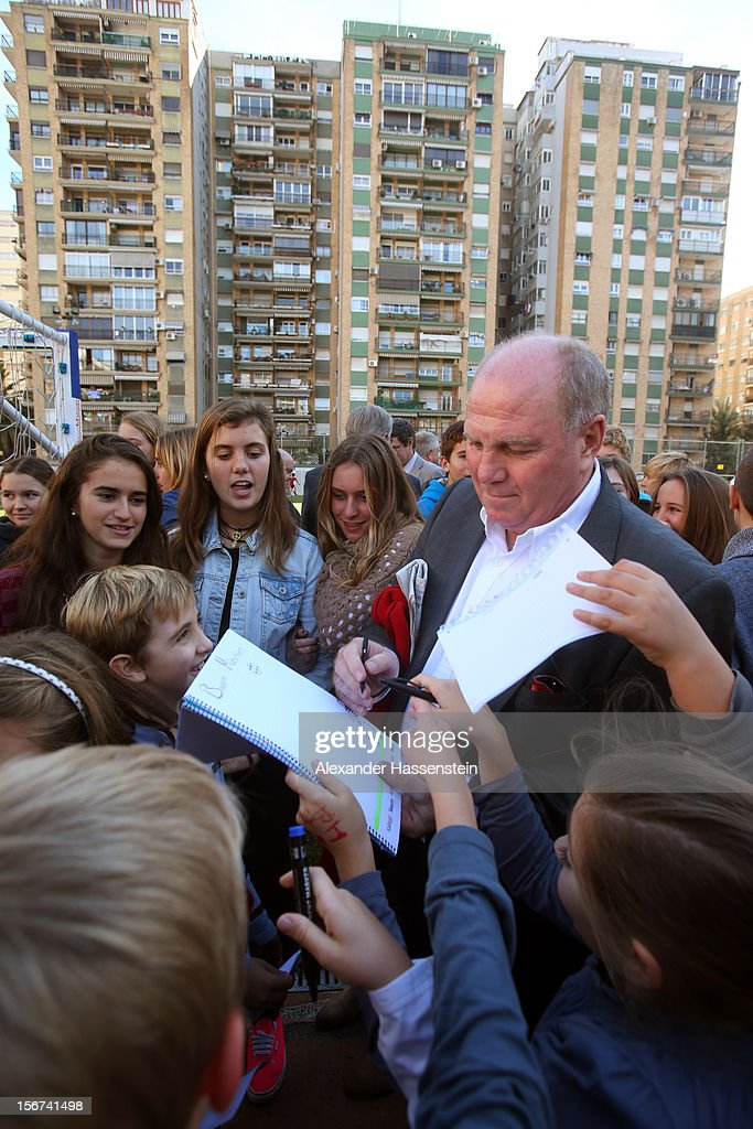 <a gi-track='captionPersonalityLinkClicked' href=/galleries/search?phrase=Uli+Hoeness&family=editorial&specificpeople=634868 ng-click='$event.stopPropagation()'>Uli Hoeness</a>, President of Bayern Muenchen signs autographs at the German School Valencia on November 20, 2012 in Valencia, Spain.
