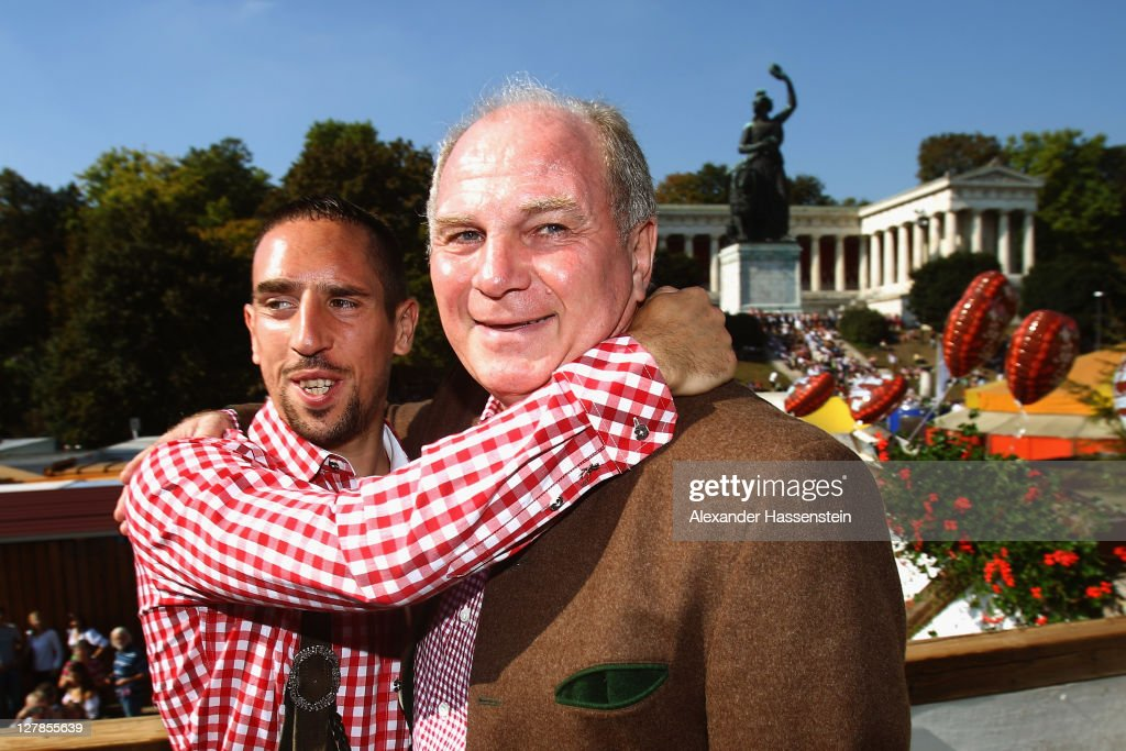 <a gi-track='captionPersonalityLinkClicked' href=/galleries/search?phrase=Uli+Hoeness&family=editorial&specificpeople=634868 ng-click='$event.stopPropagation()'>Uli Hoeness</a> (R) President of FC Bayern Muenchen attends with <a gi-track='captionPersonalityLinkClicked' href=/galleries/search?phrase=Franck+Ribery&family=editorial&specificpeople=490869 ng-click='$event.stopPropagation()'>Franck Ribery</a> the Oktoberfest beer festival at the Kaefer Wiesnschaenke tent on October 2, 2011 in Munich, Germany.