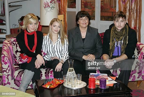 Ulla Schmidt Politician Federal Minister for Health SPD Germany with the actors of the TV series 'GZSZ' Jasmin Weber Anne Menden Felix von Jascheroff
