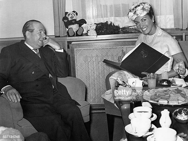 Ullstein Heinz Verleger D Sohn von Louis Ferdinand Ullstein und Ehefrau Else Landsberger mit der Schauspielerin Silvana Pampanini 1956