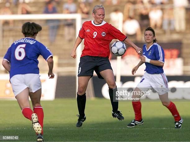 EM 2001 Ulm NORWEGEN FRANKREICH 30 vlnr Sandrine SOUBEYRAND/FRA Ragnhild GULBRANDSEN /NOR Aline RIERA/FRA