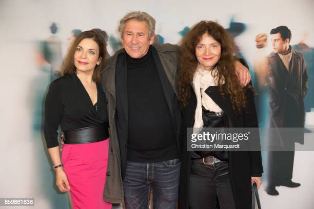 Ulrike Lodwig Michael Kind and wife Ursula Andermatt attend the premiere of 'Die Unsichtbaren' at Kino International on October 10 2017 in Berlin...