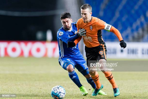 Ulsan Hyundai Midfielder Dimitrios Petratos fights for the ball with Brisbane Roar Midfielder Matt Mckay during the AFC Champions League 2017 Group E...