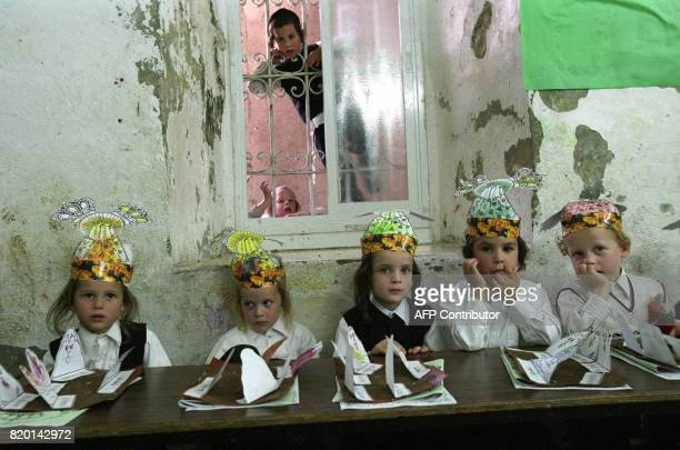 Ultra Orthodox children wear Torrah crowns at their kindergarten at Mea Shearim neighborhood in Jerusalem 31 May 2006 during celebration of the...