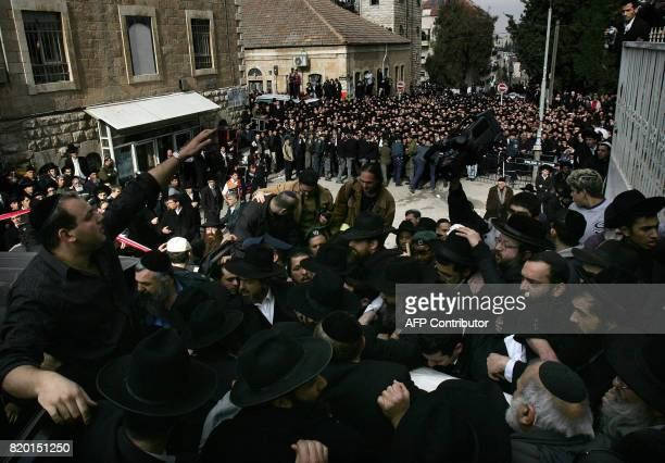 Ultra Orthodox Jews carry the body of mystical rabbi Yitzhak Kaduri during his funeral 29 January 2006 from the Nahalat Yitzhak synagogue in...