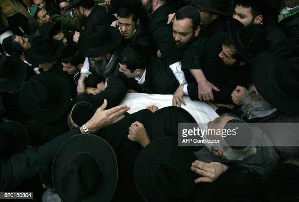 Ultra Orthodox Jews carry the body of Rabbi Yitzhak Kaduri during his funeral 29 January 2006 at the Nahalat Yitzhak synagogue in Jerusalem prior...