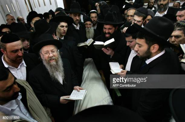 Ultra Orthodox Jews pray and mourn over the body of Rabbi Yitzhak Kaduri before his funeral 29 January 2006 in the Nahalat Yitzhak synagogue in...
