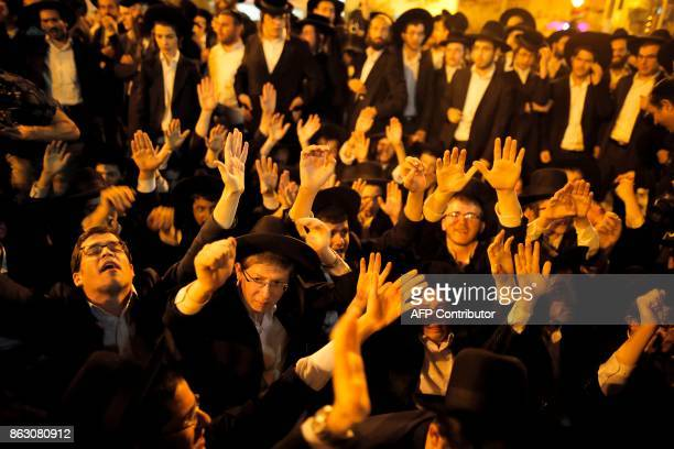 UltraOrthodox Jewish demonstrators gather to protest against Israeli army conscription in the centre of Jerusalem on October 19 2017 / AFP PHOTO /...