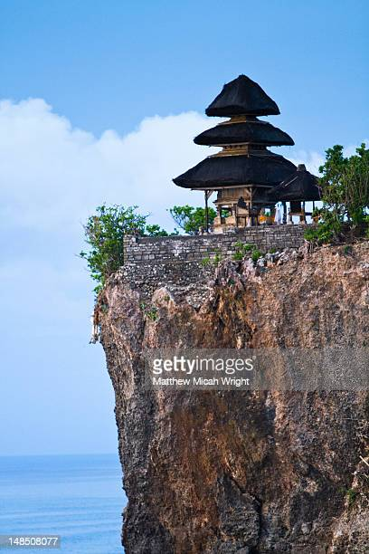 Uluwatu temple on cliff overlooking ocean.