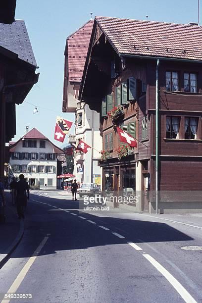 CH um 1964 Saanen Dorfplatz Dorfstrasse