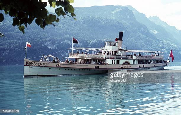 CH um 1965 Ausflugsschiff Schaufelraddampfer Loetschberg auf dem Thunersee im Berner Oberland