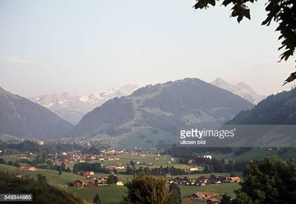CH um 1967 Blick von Saanen nach Gstaad