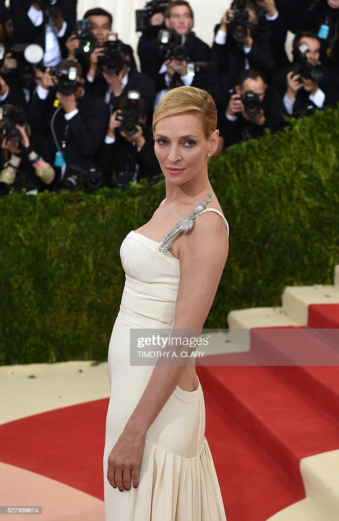 Uma Thurman arrives for the Costume Institute Benefit at the Metropolitan Museum of Art on May 2, 2016 in New York. / AFP / TIMOTHY