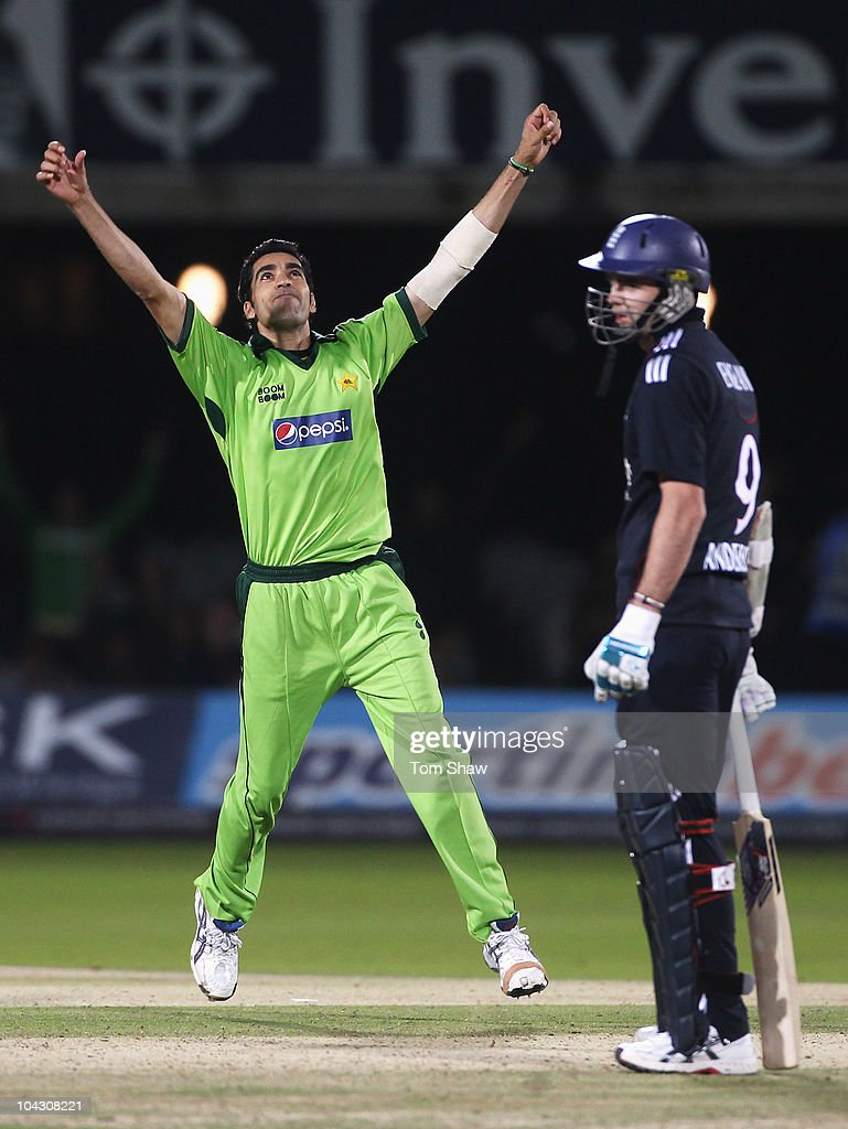 <a gi-track='captionPersonalityLinkClicked' href=/galleries/search?phrase=Umar+Gul&family=editorial&specificpeople=540300 ng-click='$event.stopPropagation()'>Umar Gul</a> of Pakistan celebrates the final wicket of Stuart Broad of England (not in picture) during the 4th NatWest One Day International between England and Pakistan at Lord's on September 20, 2010 in London, England.
