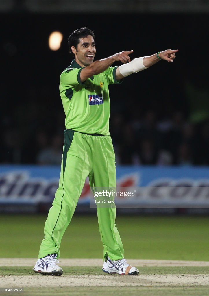 <a gi-track='captionPersonalityLinkClicked' href=/galleries/search?phrase=Umar+Gul&family=editorial&specificpeople=540300 ng-click='$event.stopPropagation()'>Umar Gul</a> of Pakistan celebrates the wicket of Graeme Swann of England during the 4th NatWest One Day International between England and Pakistan at Lord's on September 20, 2010 in London, England.