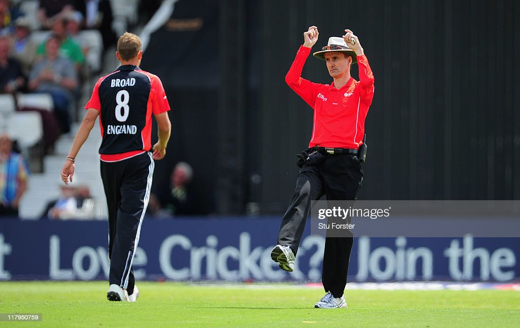 Umpire <a gi-track='captionPersonalityLinkClicked' href=/galleries/search?phrase=Billy+Bowden&family=editorial&specificpeople=228578 ng-click='$event.stopPropagation()'>Billy Bowden</a> signals a six during the 2nd Natwest One Day International Series match between England and Sri Lanka at Headingley on July 1, 2011 in Leeds, United Kingdom.