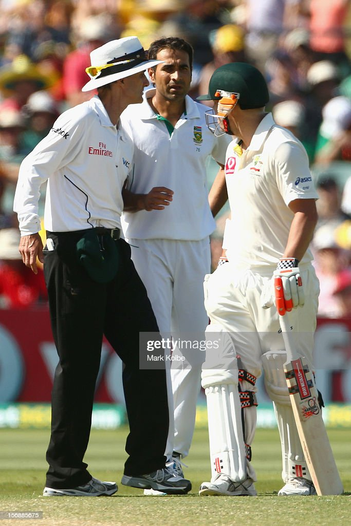 Umpire <a gi-track='captionPersonalityLinkClicked' href=/galleries/search?phrase=Billy+Bowden&family=editorial&specificpeople=228578 ng-click='$event.stopPropagation()'>Billy Bowden</a> steps in as <a gi-track='captionPersonalityLinkClicked' href=/galleries/search?phrase=Imran+Tahir&family=editorial&specificpeople=2128968 ng-click='$event.stopPropagation()'>Imran Tahir</a> of South Africa and David Warner of Australia exchange words during day three of the Second Test Match between Australia and South Africa at Adelaide Oval on November 24, 2012 in Adelaide, Australia.